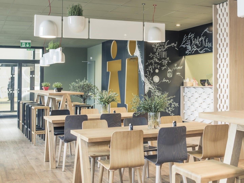 inForm Vodavone Cafe